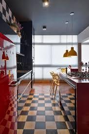 Awesome Bodenfliesen Im Schachbrettmuster In Einer Retro Küche