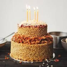 Ada Yang Ingin Mencoba Kue Ulang Tahun Berbahan Indomie Oleh Manik
