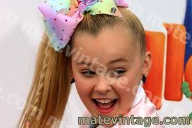 She earned a huge recognition from a tv series 'dance moms'. Jojo Siwa Net Worth What Is Jojo Siwa Worth In 2020 Celebrity Ny Hot Info Matevintage Youtuber