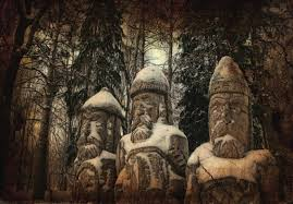 Религии народов России в современности и тысячу лет назад В дохристианскую эпоху предки современных россиян поклонялись языческим богам