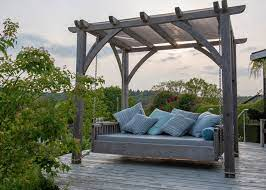 outdoor swinging day bed sitting