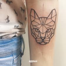 фото татуировки Geometry Cat в стиле лайнворк татуировки на