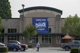 a banner advertises the future opening of crunch fitness which was supposed to open in