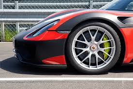 porsche 918 spyder white and red. porsche active aerodynamic paa for different driving modes 918 spyder white and red