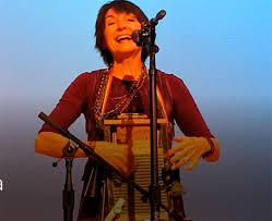 Karla Huntsman leading the audience in a group singing with a musical  washboard. (Brett Hendricks)   Las Vegas Review-Journal