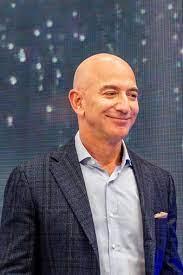 Jeff Bezos gibt Posten als Amazon-Chef ...