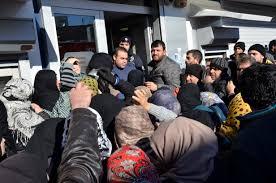 Suriyelilerin Kızılay Kart izdihamı