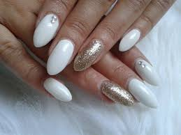 Angelina Beauty Blogger Nails White Gold Glitter