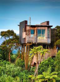 Outdoor: Amazing Three Story Treehouse Design - Treehouse Ideas