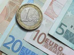 The euro debuts - HISTORY