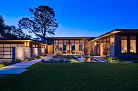 Classy house with U-shaped design and Beautiful entry courtyard ...