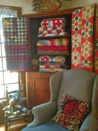 We love how Helen displays her gorgeous quilts! If you are like us ... & We love how Helen displays her gorgeous quilts! If you are like us, we Adamdwight.com