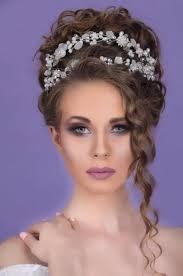تسريحات شعر كيرلي جديدة لعروس الموسم موضة 2020 الريادة نيوز