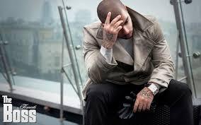 обои город сидящий татуировка джентльмен перчатки часы