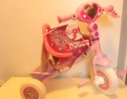 Huffy Disney Minnie Mouse Lights And Sounds Folding Trike Huffy Disney Princess Lights Sounds Folding Trike Ride On