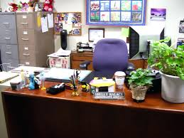 office desk decorating. Decorate Office Desk. Enchanting Use Everyday Items As Decoration Inovative How To Decor Desk Decorating O