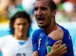 Suárez rückfällig: Beißattacke gegen Chiellini