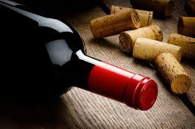 В чём разница между винтовой и натуральной <b>пробкой для вина</b>?