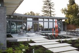 Mid Century Home By Frank Lloyd Wright Apprentice Receives An Earth  Friendly Upgrade Landscape Design Minimalist