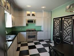 This art deco kitchen with glam touches remind us of the chic and elegant  spaces of