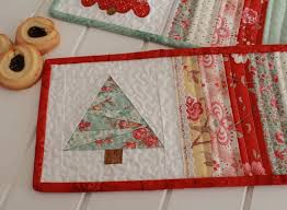Threadbare Creations: Free Pattern- Christmas Mug Rugs & There ... Adamdwight.com