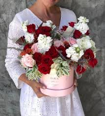 no 256 pink and red roses white
