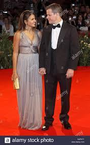Noi attore Matt Damon (R) e sua moglie Luciana Barroso (L)arrivare per la  proiezione del film