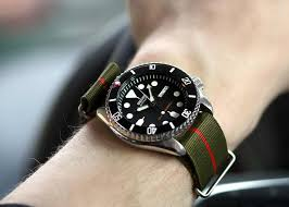 the zulu strap is the older brother of the nato band made of either nylon or leather it s usually thicker and has stainless