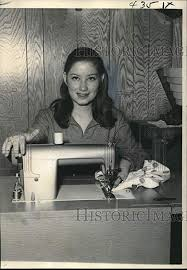 Amazon.com: Historic Images - 1969 Press Photo Dixie Janell Smith, 4-H  Leader, at The Sewing Machine: Photographs