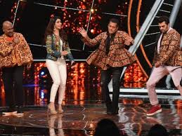 Love Yatri Salman Khan Flaunts His Garba Skills Along With Aayush Extraordinary Lov Yri Hin