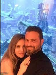 selfie يوسف الخال ونيكول سابا يمرحان في دبي - ليالينا
