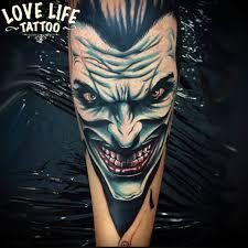 татуировка на руке парня джокер фото рисунки эскизы