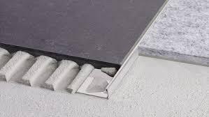 Rohre aus messing sind beliebt und gelten als außerordentlich hochwertig, da sie eine gute formbarkeit, ausgesprochen gute poliereigenschaften bei guter stabilität und korrosionsbeständigkeit bieten. Kantenschutz Und Ubergangsprofile Fur Fliesenboden Schluter Systems Heinze De