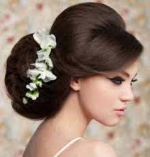 Самые модные свадебные прически на средние волосы этого сезона это, конечно же, пучок, варианты которого вы сможете. Svadebnye Pricheski Na Srednie Volosy S Fatoj I Bez Faty 65 Foto