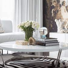 There is some science to creating a stunning tablescape, such as using objects in varying heights, but the magic mainly comes from an artful mix of flowers , books, trays, and. 15 Pretty Ways To Decorate And Style A Coffee Table
