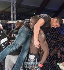 cageside photos sadibou sy s monster head kick stoppage at sc 14 mg 1985