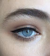 i love simple eyeliner looks like this winged eyeliner can be pretty on some people but you can never go wrong with a clic thin line