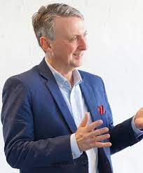How to boost team performance in under two minutes with storytelling -  Melbourne Business School