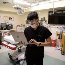 Texas Med Clinic Doctors Note The Pay Is Low The Typing Nonstop But The Medical Scribe Business