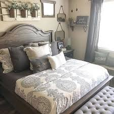 Warm and Cozy Rustic Bedroom Decorating Ideas 30