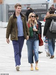 Sienna miller, 37, and gallery owner boyfriend lucas zwirner, 28, enjoy their first trip overseas as they touch down at paris fashion week. Sienna Miller 37 Shares A Passionate Kiss With New Boyfriend Lucas Zwirner 28 In Venice Daily Mail Online