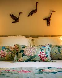 photos hgtv mounted metal birds above bed with chinoiserie bedding