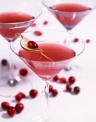 Картинки по запросу Как приготовить алкогольный коктейль «Космополитен» с водкой