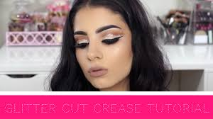 cut crease tutorials are all the rage right now on you the cut crease is a 60 s inspired makeup look the look is designed to add depth and drama to