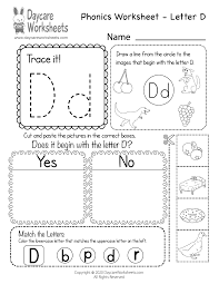 There are differences in opinion about whether using phonics is useful in teaching children to read. Free Letter D Phonics Worksheet For Preschool Beginning Sounds