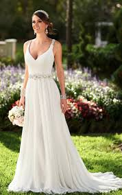 Wedding Dresses With Straps Give A Vintage And Classy Look To The