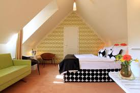 Bedroom Design : Fabulous Small Attic Bedroom Sloping Ceilings .