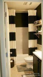 shower curtain to make bathroom look