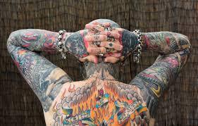 из приличного семьянина в татуированное нечто