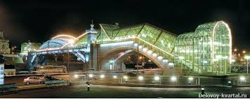Ночное освещение города источники света нормативы основы  Пешеходный мост Богдана Хмельницкого ночью
